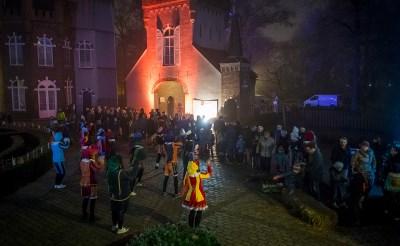 Stapel op Sint baadt in kunstlicht