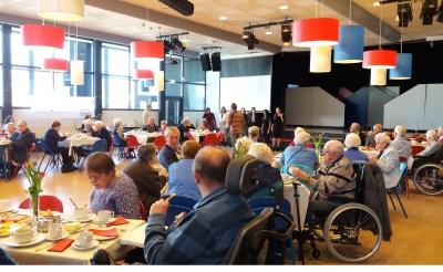 Leerlingen BHC verrassen ouderen met lunch