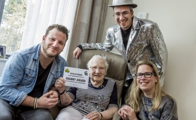 Radio 2 nomineert oma Jet voor Granny Award