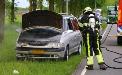 Auto vat vlam op Keulsebaan