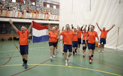Volleybalgoud voor Rogier Veltrop