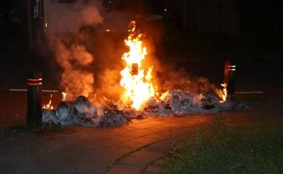 Oud papier in brand aan Sweelincklaan
