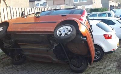 Busje en auto's beschadigd in Boxtel
