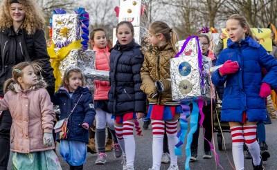 Gezellig carnavalsfeest op scholen