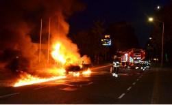 Auto brandt uit op Mijlstraat