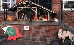 Grote kerststal maakt plaats voor twee kleine