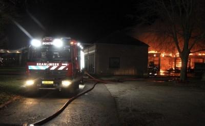 Grote brand legt gebouw technische dienst De La Salle in de as