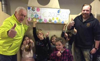 Klein Kindercentra haalt 200 euro op voor Wensambulance