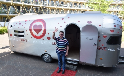 Opwinding om caravan All You Need Is Love