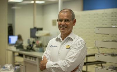 Henry van Dijk werkt vandaag veertig jaar in Apotheek Oosterhof