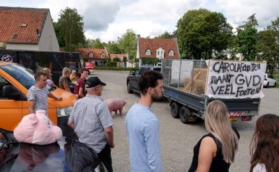 Boeren naar Bilthoven om te demonstreren tegen RIVM