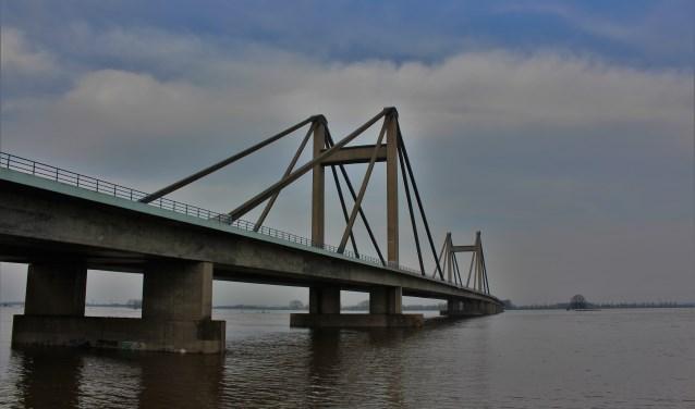 Hoogwater in Beneden Leeuwen, PWA-brug