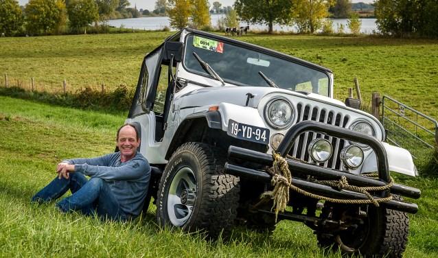 Xander Harbers met zijn Jeep.
