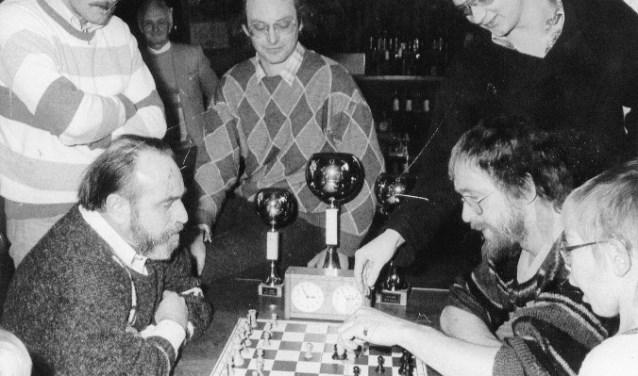 Een van de laatste schaakkampioenschappen in Maas en Waal in de jaren '80.