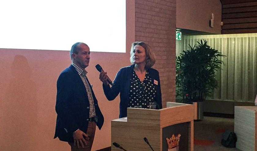 Meteoroloog Reinier van den Berg en  Astrid van de Laar.