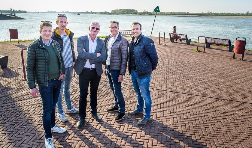 V.l.n.r. Ruben Schiks, Joris Bos, Harry Jol, Paul van Rossum en Niels Gijsbers.