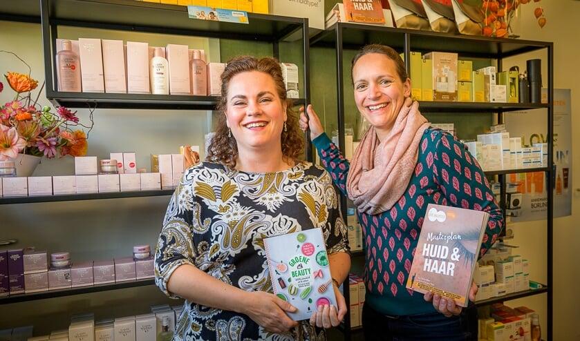 Nadine en Jantine van Drogisterij van der Wielen. Foto: John van Gelder.