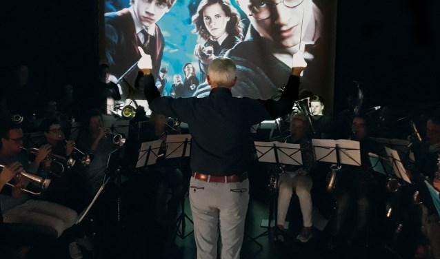 Het orkest van Arezzo, onder leiding van dirigent Hans Mooren.