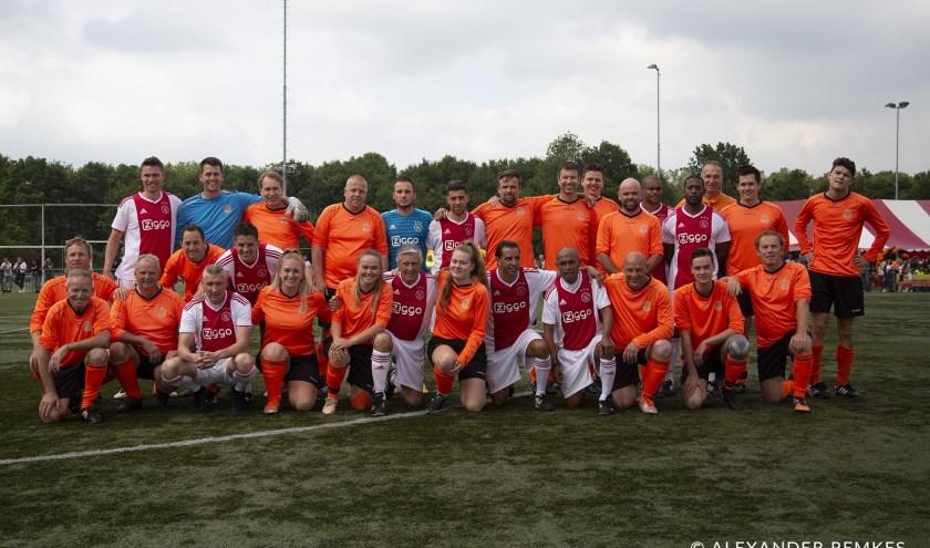 Lucky Ajax en het gelegenheidsteam van vv Ewijk.