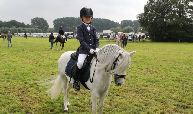 Kyra Eekels met haar pony Sara  | Fotonummer: 9e9c79