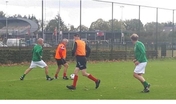 50plus voetbal UDC'18 Eindhoven tegen RKSVG Gerwen  | Fotonummer: 47614a