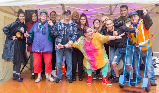 De vrijwilligers van het festival (op de voorgrond Wilitha Theuws)  | Fotonummer: 1d8f59