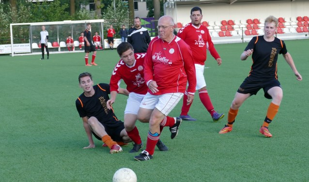 Al 40 jaar neemt Jan Eijkemans deel aan het Straatvoetbal  | Fotonummer: 197af8