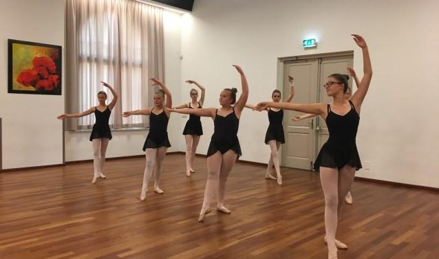 Leerlingen balletgroep Bloesem  | Fotonummer: a2d168