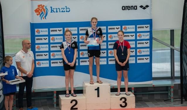 Schoonzwemster Maud trots op de eerste plaats  | Fotonummer: d5d21f