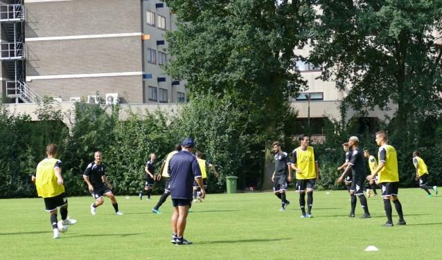 Training Sporting Charleroi bij VV Mifano    Fotonummer: 017d50
