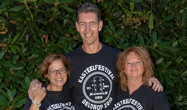 V.l.n.r. Lilian van Tongerlo, Erwin Sanders, Iris Hoogervorst, drie van de vele vrijwilligers tijdens het KommuS Festival  | Fotonummer: 44a57e