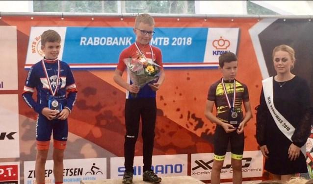 V.l.n.r. Kai van Hoof, Nederlands kampioen Rens Kalsbeek, Steff de Bruijn    Fotonummer: cf0f66