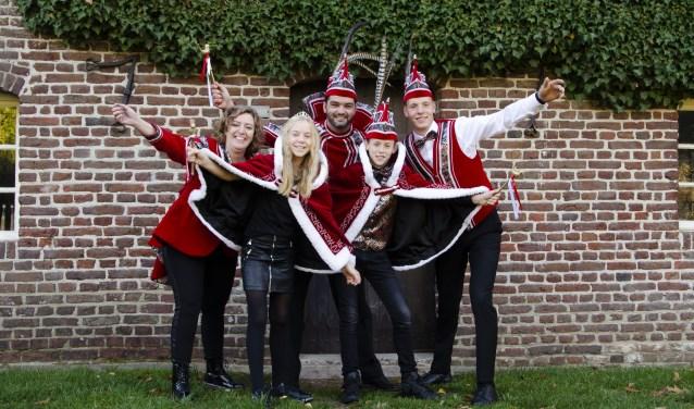 Prinselijke familie van KS de Heiknuuters voor het komende carnavalsseizoen