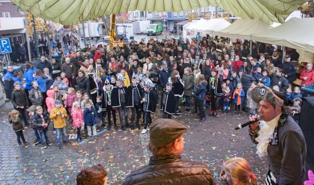 Ut get beginne was een goede start van het Budelse carnaval, foto: Jos Meusen
