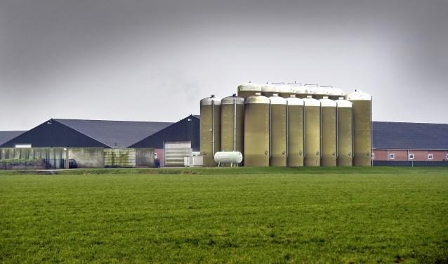 Nederland, Boekel, 10-2-2018Het mega-varkensbedrijf van Machiel Coppens in Boekel in Noord-Brabant . De 22.000 varkens zorgen voor veel overlast.  De voederrsilo's  op de foto zijn buiten het bouwvak gebouwd en daarmee illegaal. Coppens ligt voortdurend in de clinch met gemeenteraad en rechters.Foto