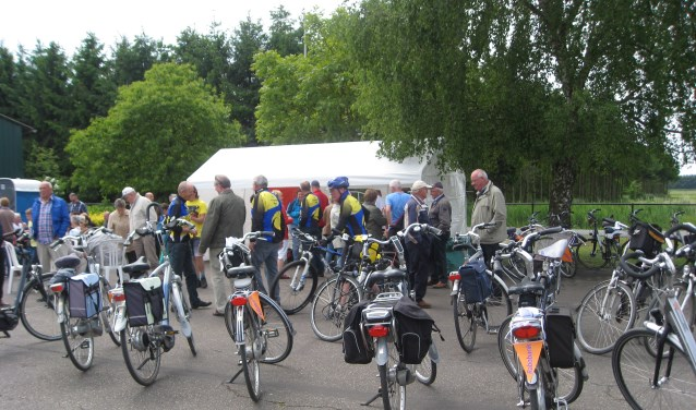 Traditioneel op 2e Pinksterdag Cranendonck op de fiets