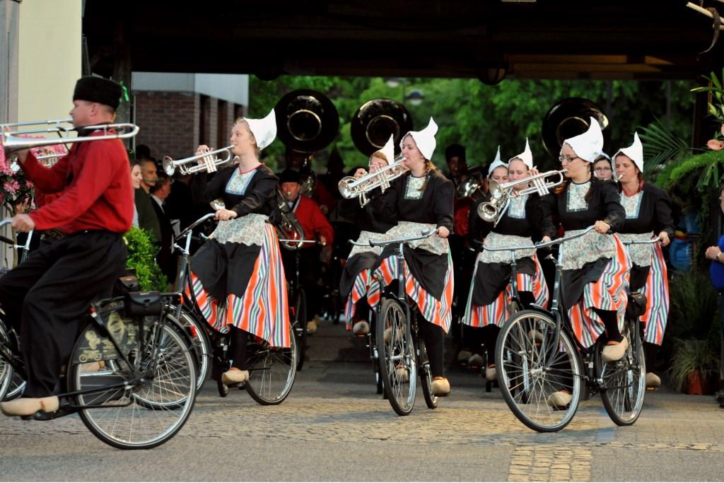 Bicycle Showband Crescendo uit Opende bij hun vorige deelname aan Taptoe Hamont (in 2010)  © grenskoerier