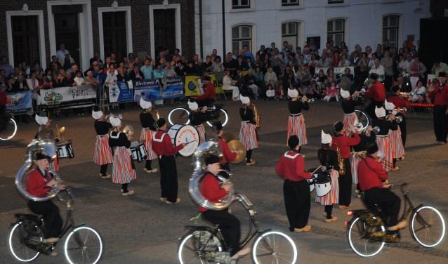 Bicycle Showband Crescendo uit Opende bij hun vorige deelname aan Taptoe Hamont (in 2010)