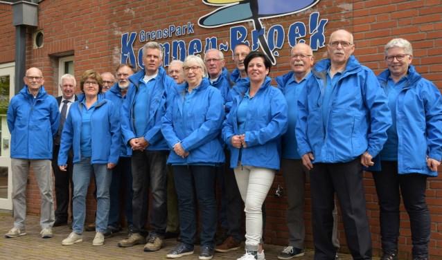 De cicerones van Dorplein in hun nieuwe outfit, foto: Jack Roosen