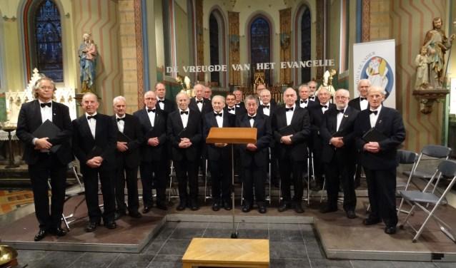 Het jubilerende Schola Cantorum Achel bestaat uit 22 actieve azangers