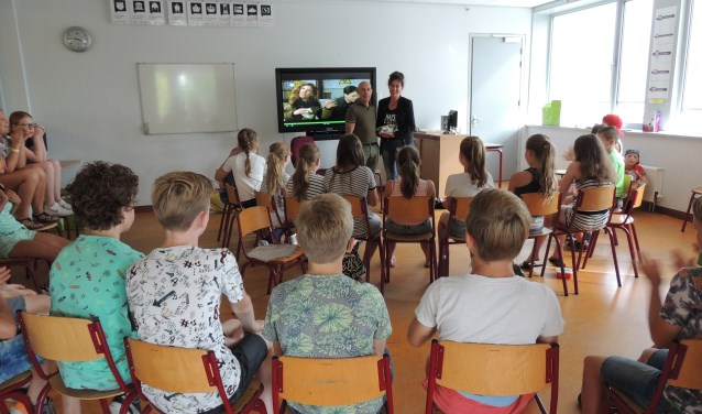 De kinderen hadden erg veel aandacht voor de lezing over Nepal