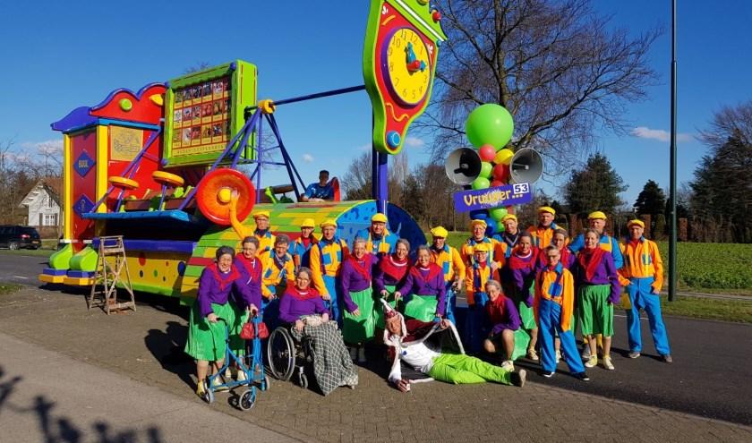 Alle deelnemers van C.V. De Jeugdbuk tijdens carnaval 2018. Waarmee zullen ze dit jaar komen?