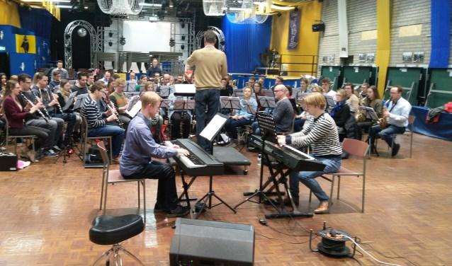 Het pianoduo Martijn en Stefan Blaak zullen samen met EMM spelen