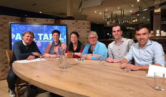 De aanwezigen bij de talkshow met v.l.n.r. Eric- Jan, Carrie, Kitty, Lenie, Twan en Tim, foto: Dianne Koevoets