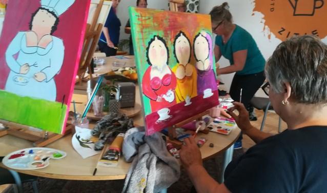 De Dikke Dames schilderworkshop was erg in trek, foto: Kitty Arets