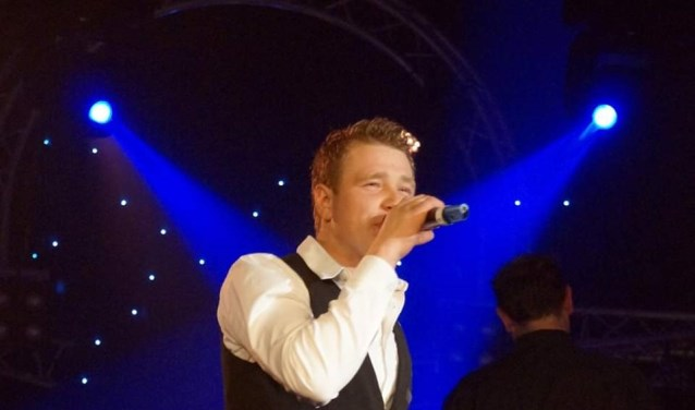 Stan Jutten staat met liefde en plezier op het podium