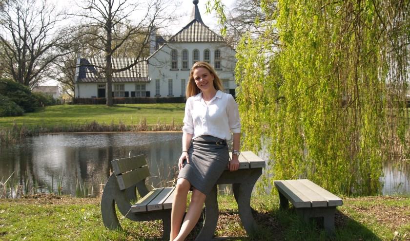 Janneke van Kessel bij kasteel Cranendonck, foto: Laura Raats