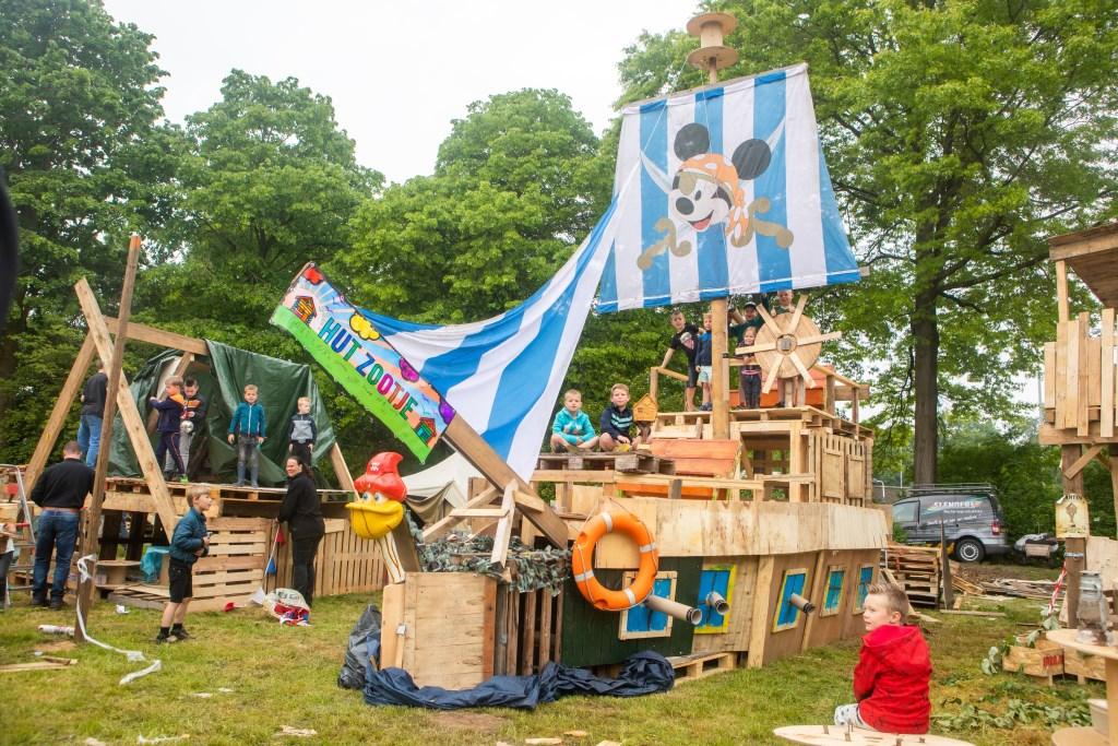 Team Hut Zooitje won de Huttenbouwlokaal, foto: Bart Lijten Foto: BART LIJTEN © grenskoerier
