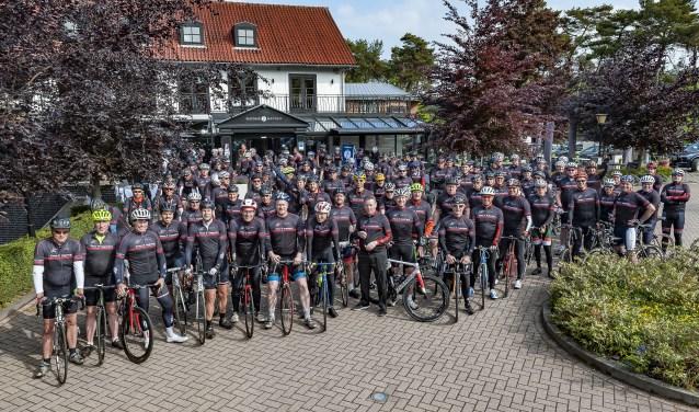Groepsfoto aan de start bij Fletcher Hotel Jagershorst