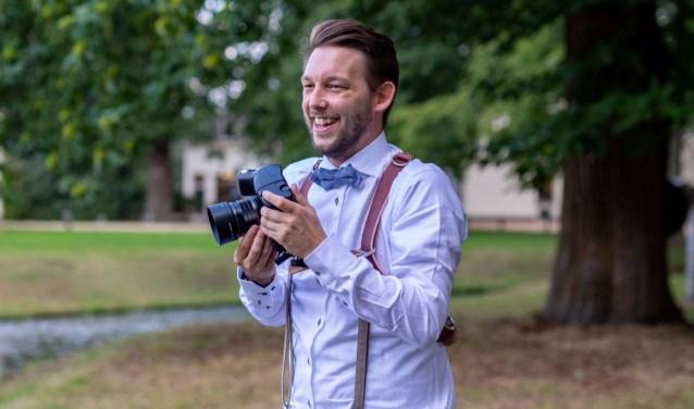 Niels van Tongerloo. Deelt graag zijn kennis rondom Fotografie met de bezoekers van de bibliotheek.